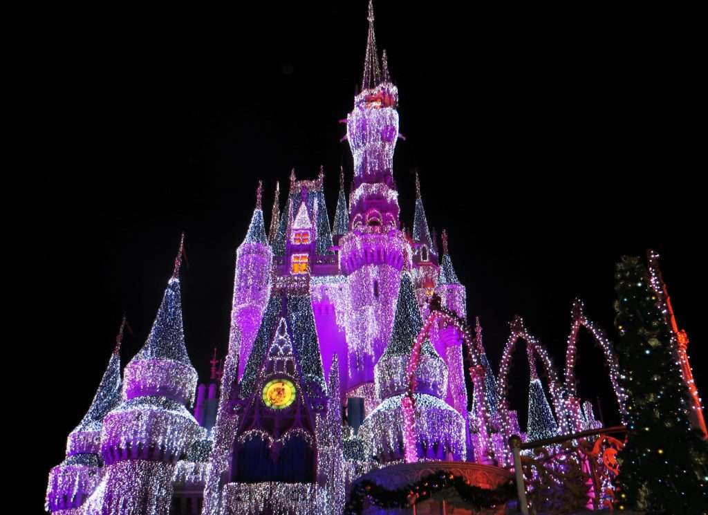 Check out these 5 amazing winter family holiday destinations. Where would you take your family in the winter? To Disney World?